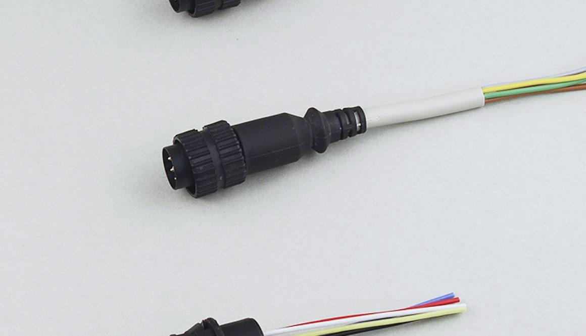 Angespritzte Rundsteckverbinder an Silikonleitungen Ausführung geräteseitig als Einbaustecker Ausführungen nach Kundenanforderung mit Einzeladern, PVC / PUR Rundleitungen sowie Rundleitungen mit Silikon-Ummantelung und PTFE-Einzeladern