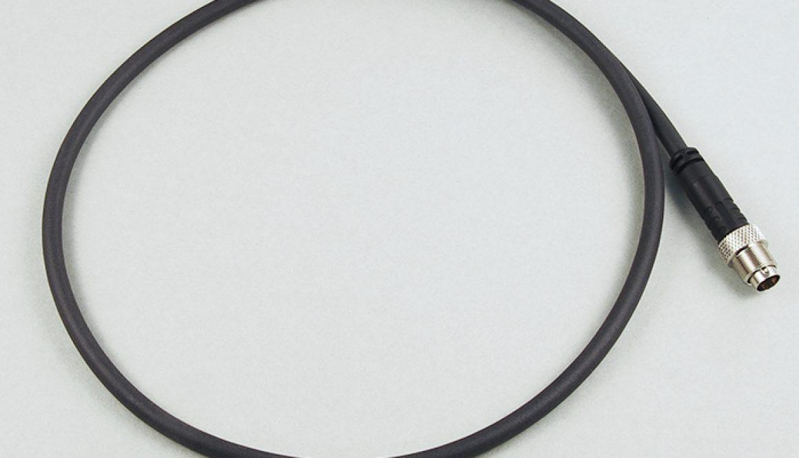 umspritzt in gerader Form oder 90° abgewinkelt, Polzahl (M8) 3 oder 4, (M9) 3 / 4 / 5 / 7, Kabelstecker und Kabeldose inkl. Schraubverriegelung, geschirmt